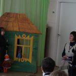 """Tėveliams ir svečiams vaidina """"Boružėlių"""" grupės vaikai"""