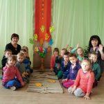 """""""Boružėlių"""" grupės vaikai ir jų auklėtojos Kristina ir Ina"""