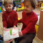 """""""Boružėlių"""" grupės vaikučių laiškus perduoda auklėtoja Ina ir Meidukas"""