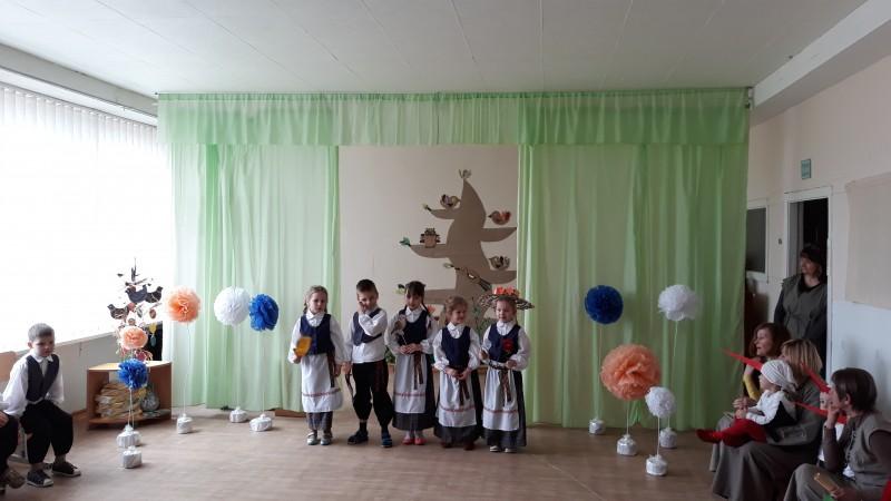Kavoliškio mokyklos -darželio vaikų meninė kompozicija