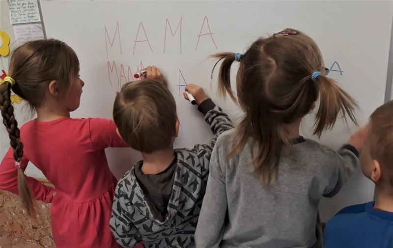 """""""Boružiukai"""" išmoko parašyti patį brangiausią žodį - MAMA"""